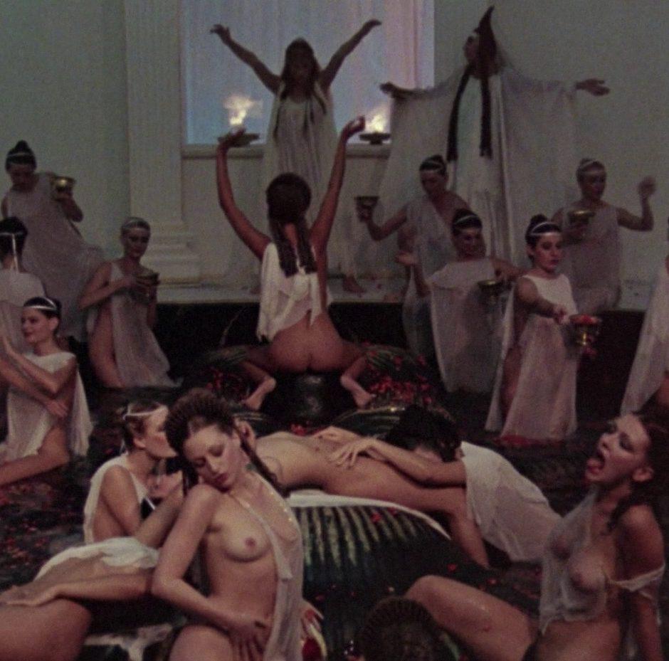 gruppo orgia foto nudo Gierl